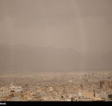 گرد و خاک هوای تهران را آلوده میکند